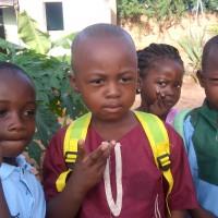 les_enfants_devant_le_jardi_Eden.jpg